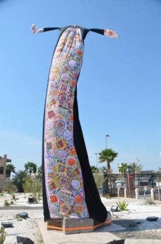 largest abaya pic